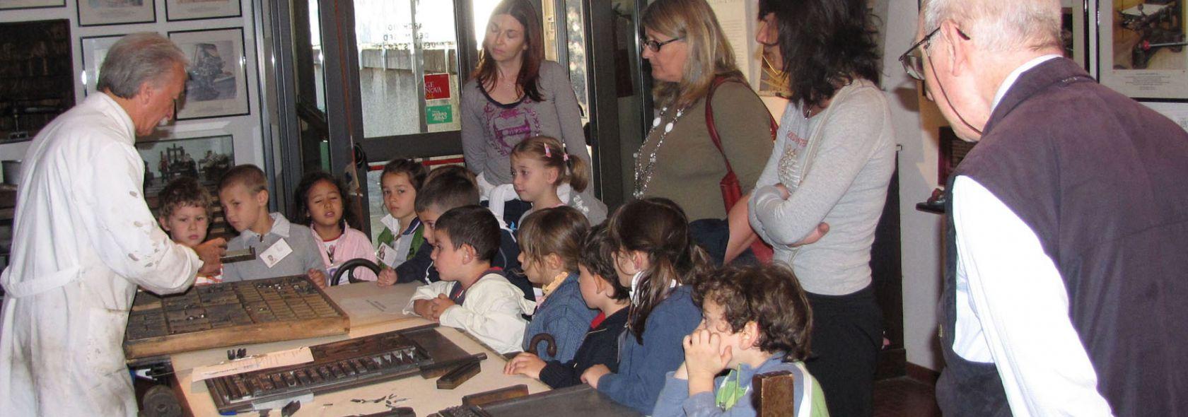 """Laboratorio """"C'era una volta Gutenberg"""" per scuole primarie e secondarie © Armus"""