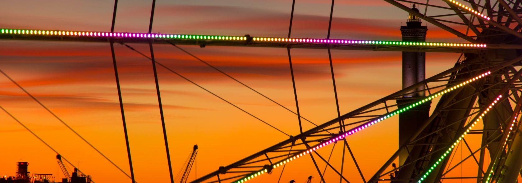 La Lanterna dietro alla ruota panoramica