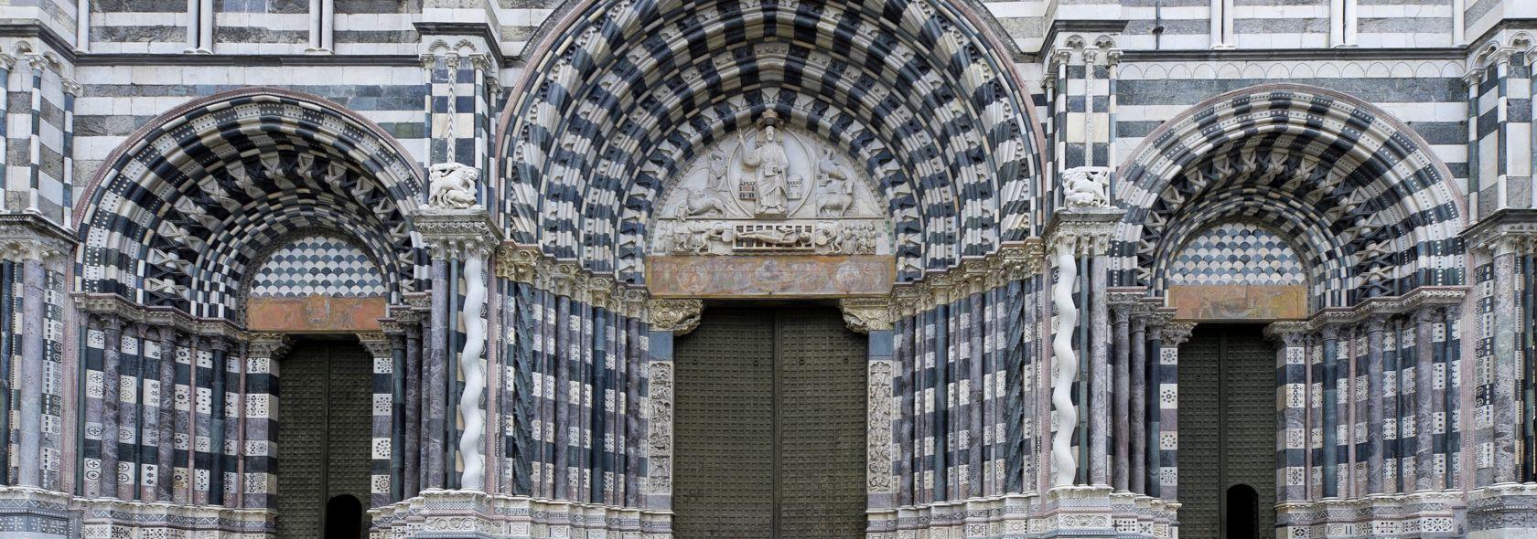Cattedrale di San Lorenzo: portali - Adobe Stock - Liguria Digitale
