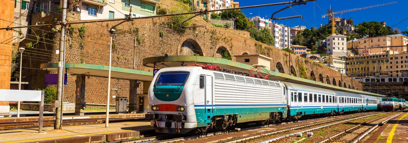 Treno di passaggio a Genova Piazza Principe