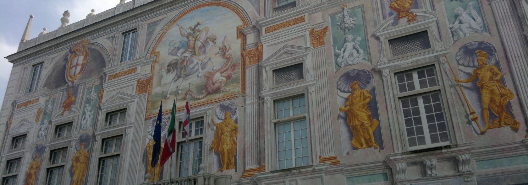 La facciata cinquecentesca del palazzo San Giorgio