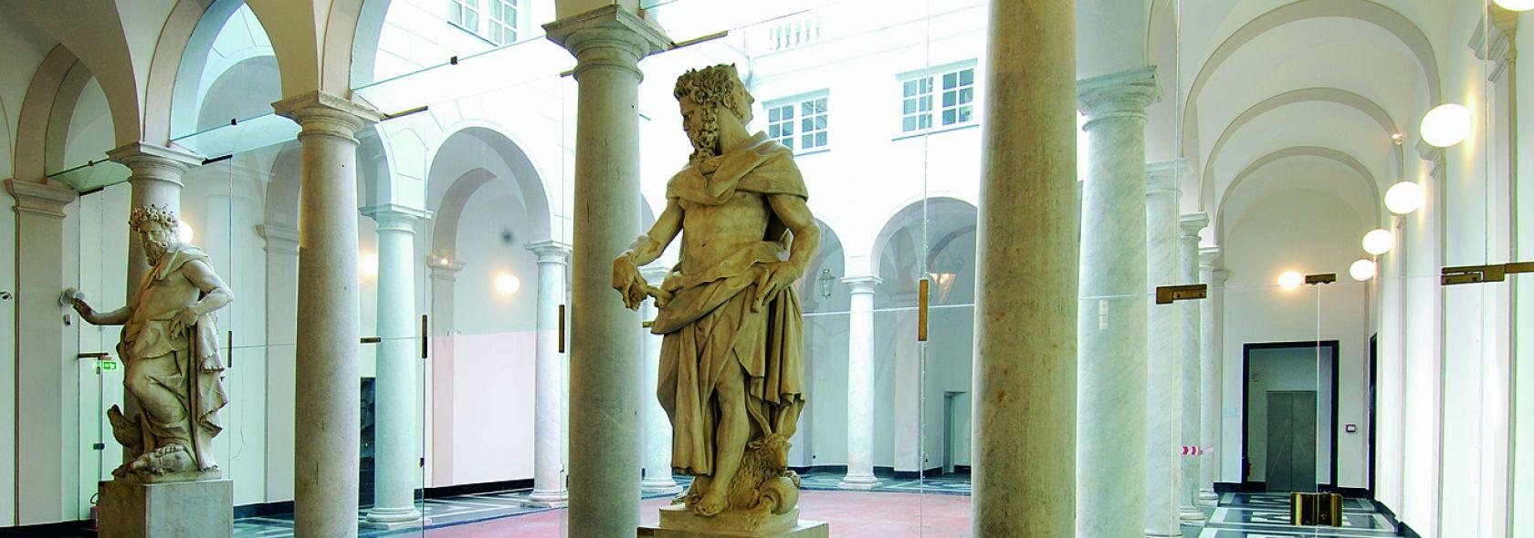 Palazzo Luca Grimaldi, Palazzo Bianco - atrio