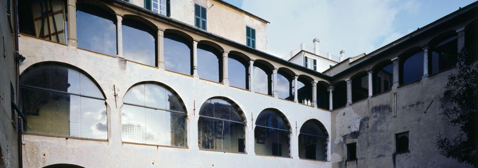Secondo chiostro - ©Archivio Scala