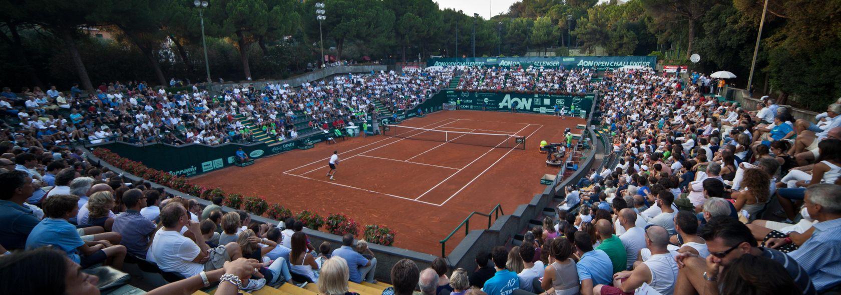 Una partita di tennis al centro sportivo Valletta Cambiaso