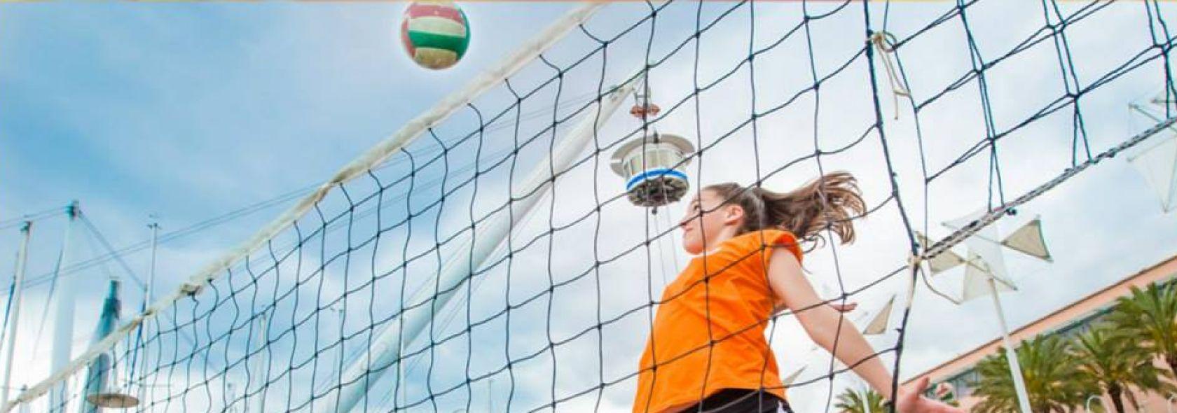 Una partita di pallavolo alla Festa dello Sport