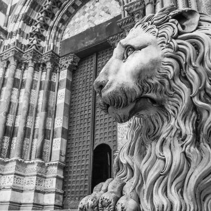 Cattedrale di San Lorenzo - particolare facciata - Adobe Stock - Liguria Digital