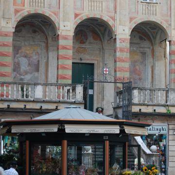 Piazza Banchi - San Pietro