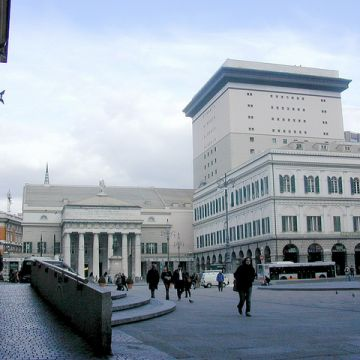 Il Teatro Carlo Felice da Piazza De Ferrari - ©genovacittadigitale