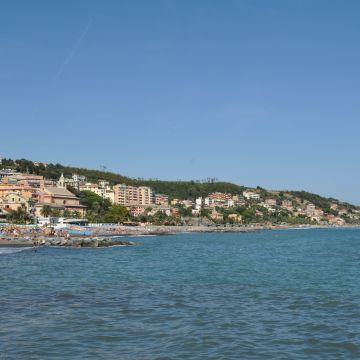 Cogoleto dal mare - Foto Ufficio Comunicazione Città Metropolitana di Genova