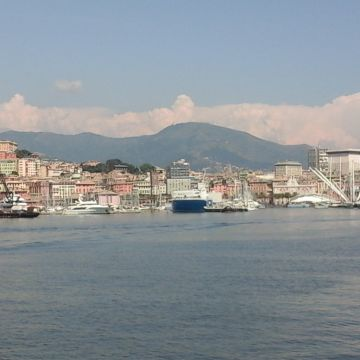 Genova dal mare - Foto Ufficio Comunicazione Città Metropolitana di Genova