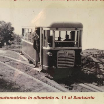 L'automotrice in alluminio n.11 al Santuario
