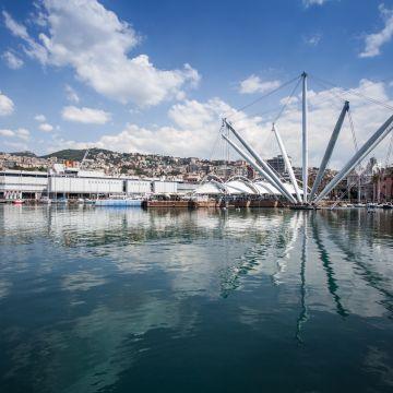 Giro del porto di Genova