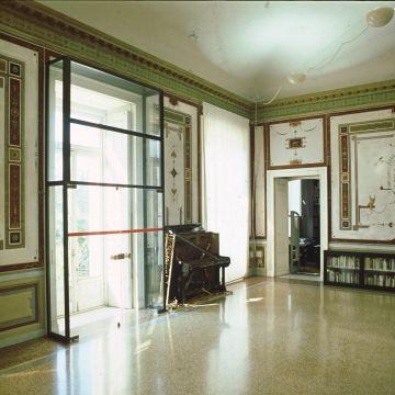 Sala Caminio - piano terra - pianoforte di Corner
