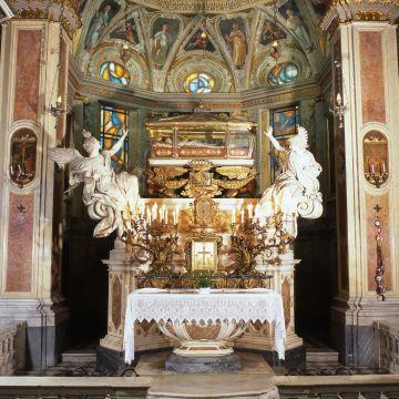 Il Santuario di Santa Caterina da Genova - altare maggiore