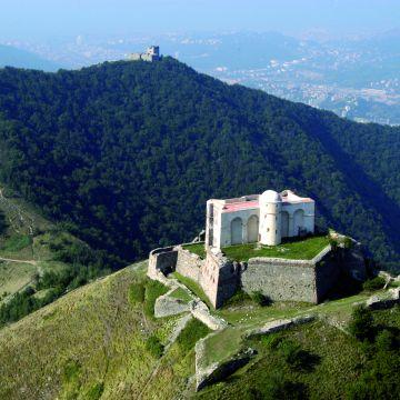 I forti che costellano le alture di Genova in Val Polcevera