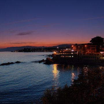 The sea and its beaches: Priaruggia by night